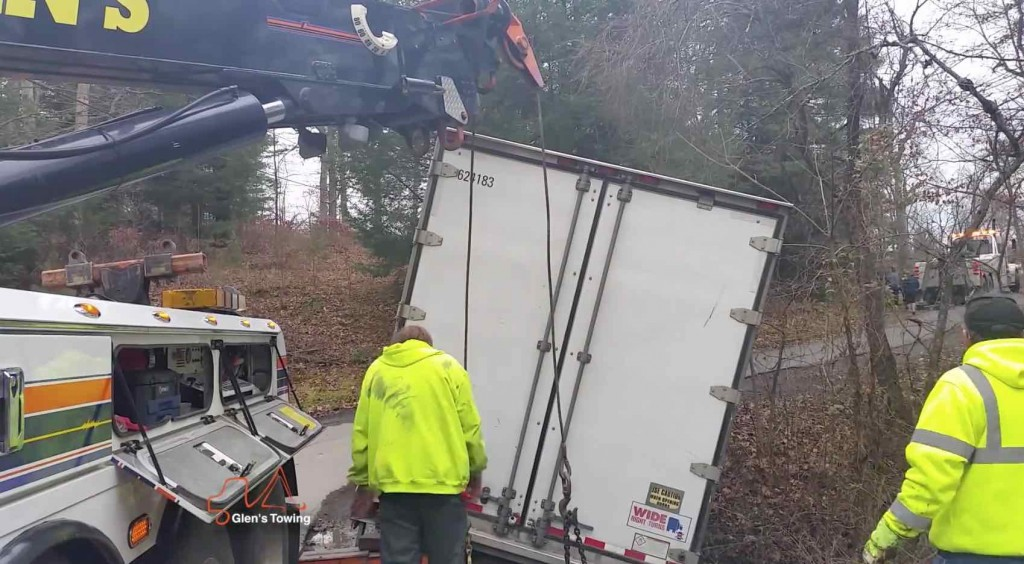 Glens Commercial Towing removes tractor trailer from ditch on a rural back road Glen's Towing Blog Video